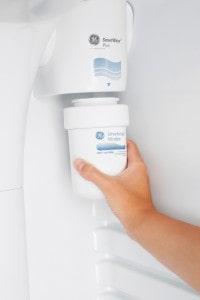 Instalar o Filtro de Refrigeração General Electric MWF